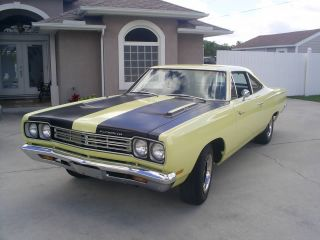 1969 Road Runner (clone) Big Block 440 - Auto - Posi Sunfire Yellow / Black photo