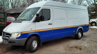 2004 Dodge Sprinter 2500 158 Inch Wheel Base High Top Van 3 - Door 2.  7l photo