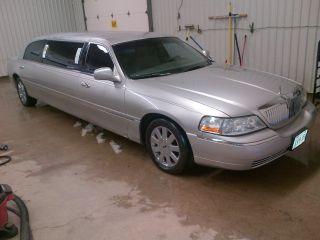 2003 Lincoln Town Car Executive Limousine 4 - Door 4.  6l photo