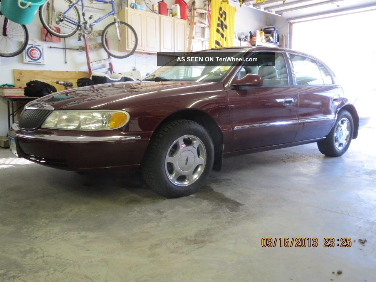 2001 Lincoln Continental Base Sedan 4 - Door 4.  6l Continental photo