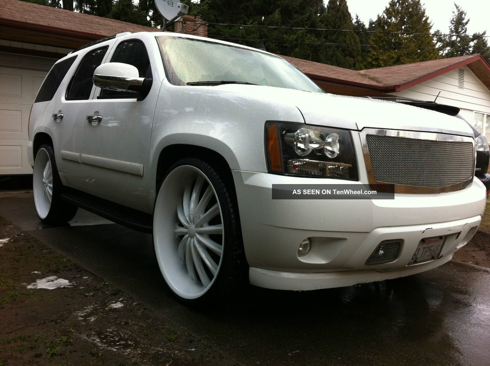 2007 chevrolet tahoe custom white on 28s tvs. Black Bedroom Furniture Sets. Home Design Ideas