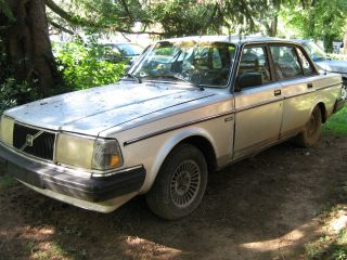 1986 Silver Volvo Sedan (, Strong,  And Reliable Car). photo