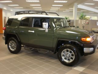 2012 Toyota Fj Cruiser Base Sport Utility 4 - Door 4.  0l photo