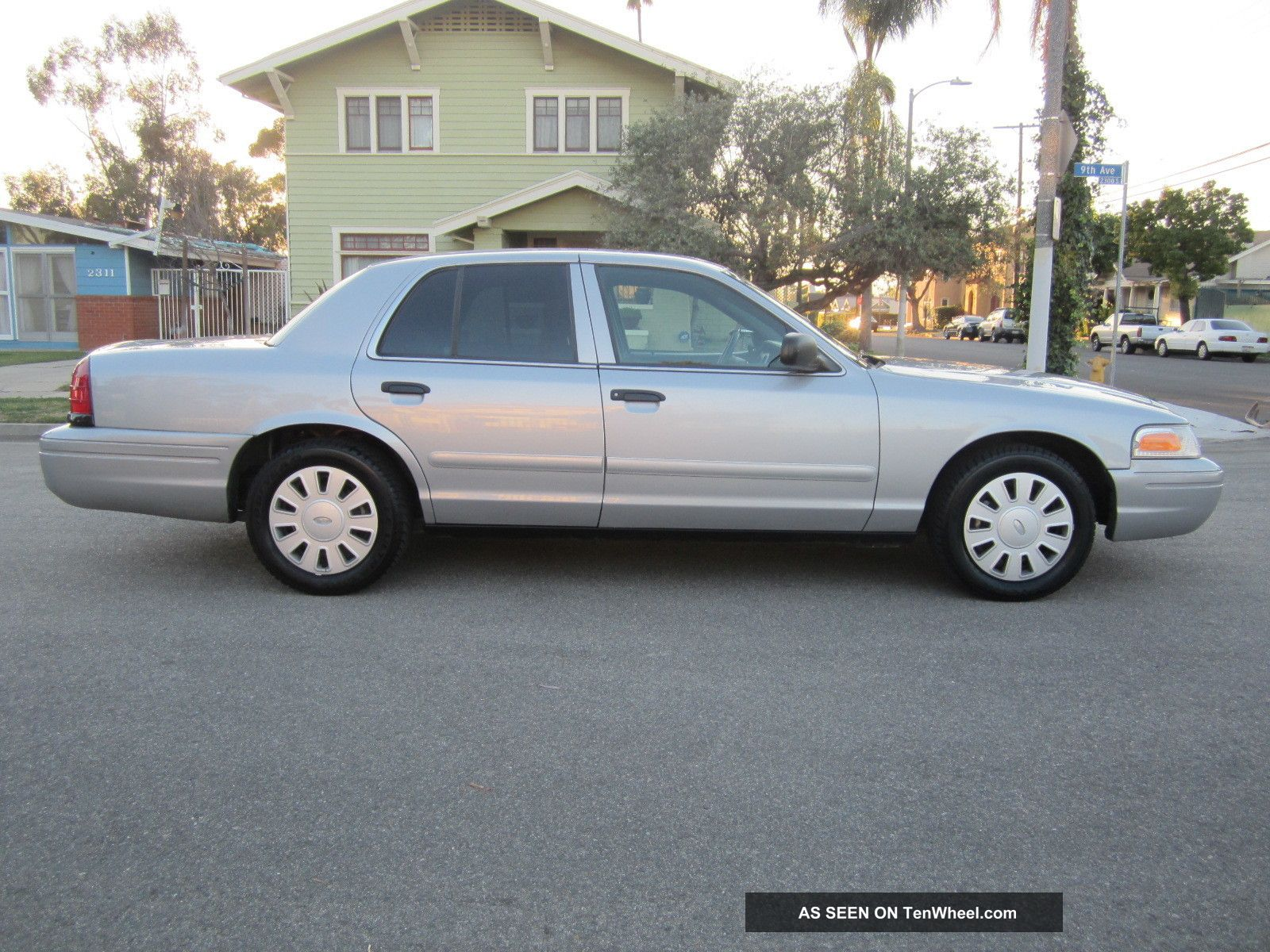 2008 Ford Crown Victoria photo - 4