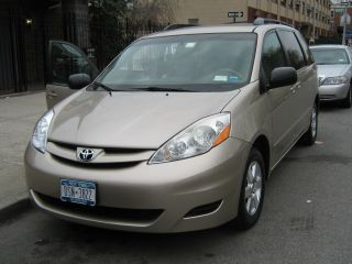2006 Toyota Sienna Le Mini Passenger Van 5 - Door 3.  3l photo
