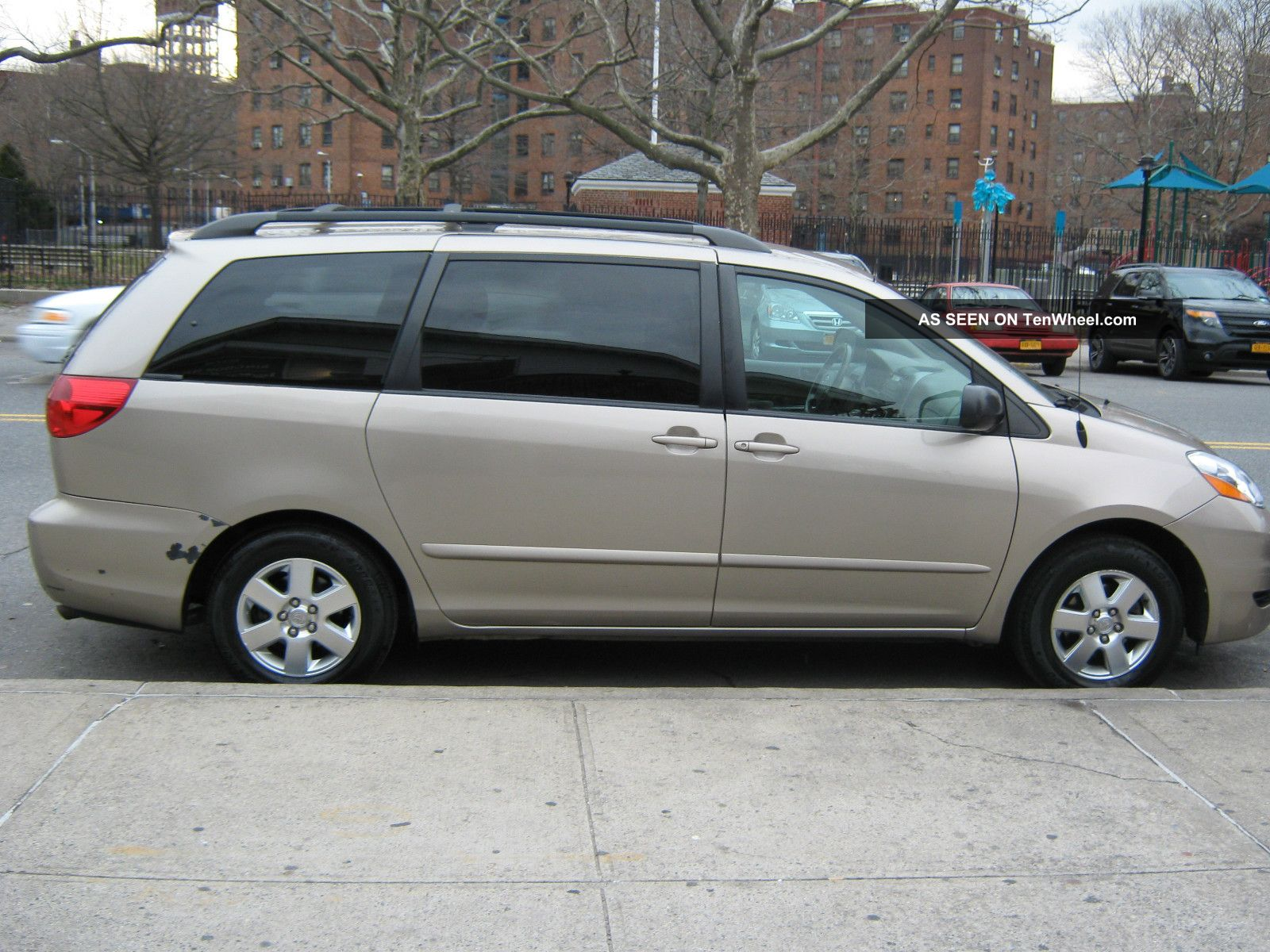 2006 toyota sienna le mini passenger van 5 door 3 3l. Black Bedroom Furniture Sets. Home Design Ideas