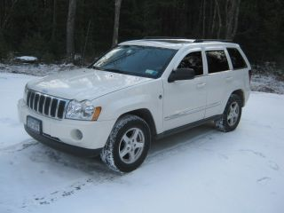 2007 Jeep Grand Cherokee Limited Sport Utility 4 - Door 5.  7l photo