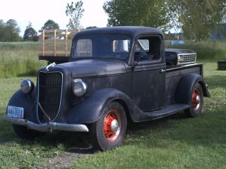 1935 Ford Pickup photo