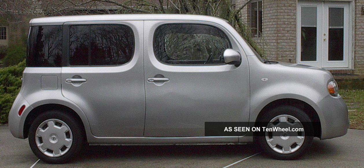 2010 Nissan Cube Base Wagon 4 - Door 1.  8l Cube photo