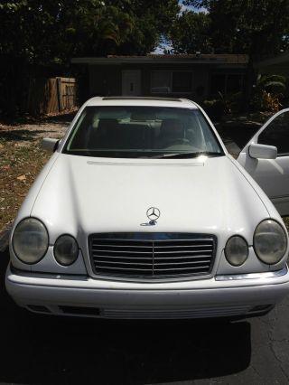 / Very 1999 Mercedes Benz E320 photo
