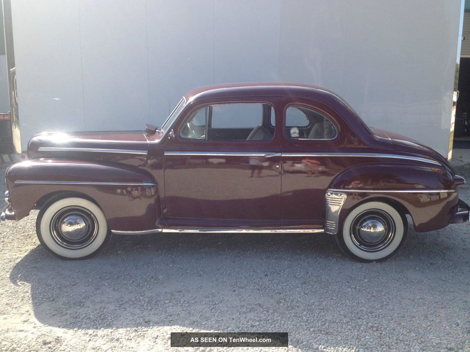 1948 ford 2 door 5 window coupe