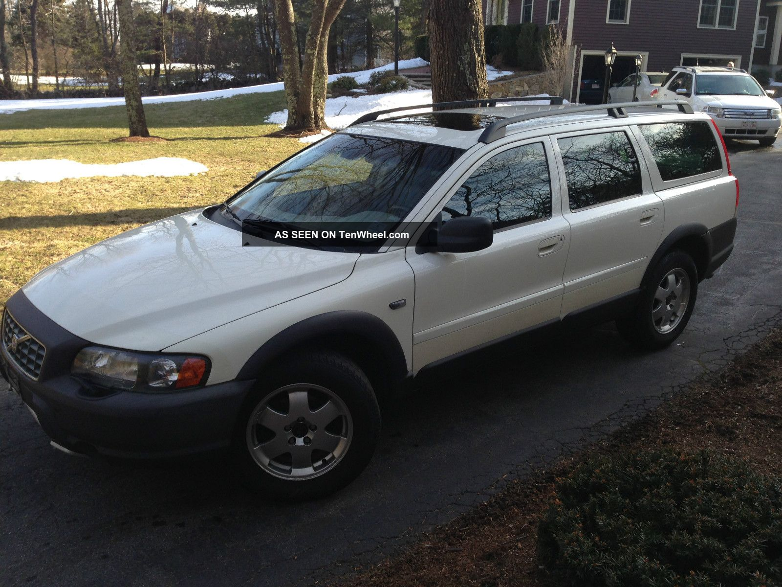 2003 volvo xc70 5dr wgn 2 5l white with chocolate brown. Black Bedroom Furniture Sets. Home Design Ideas