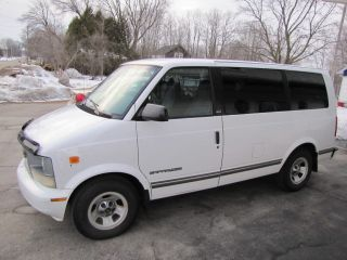 1997 Gmc Safari Slx Standard Passenger Van 3 - Door 4.  3l photo
