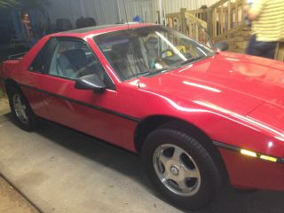1984 Pontiac Fiero photo