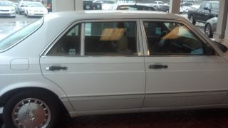 Off White 1989 Mercedes Benz Fully Loaded photo