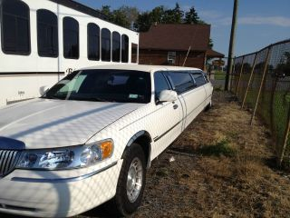 2001 Lincoln Stretch Ultra Limo photo