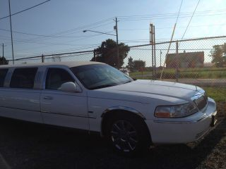 2003 Lincoln Stretch Ultra Limo photo