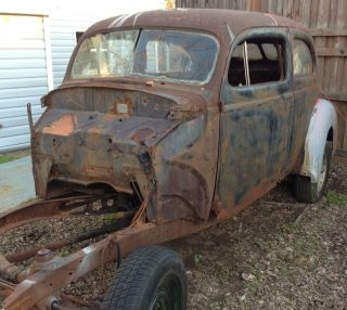 1940 Ford 2 Door Tudor Sedan photo