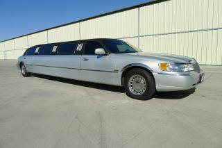 2000 Lincoln Limousine photo