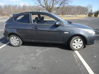2011 Hyundai Accent Gl Hatchback 2 - Door 1.  6l photo