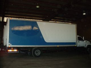 2002 Gmc C6500 26 Ft Box Van With Lift Gate photo