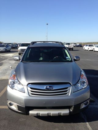 2011 Subaru Outback 2.  5i Limited Wagon 4 - Door 2.  5l photo