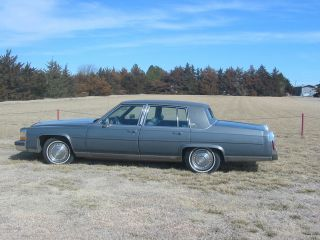 1988 Cadillac Brougham D ' Elegance photo