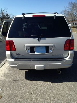 2006 Lincoln Navigator Ultimate Sport Utility 4 - Door 5.  4l photo