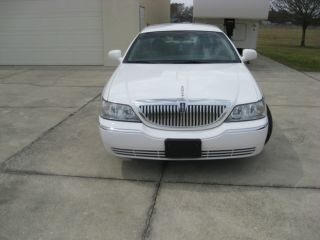 2007 Lincoln Towncar photo