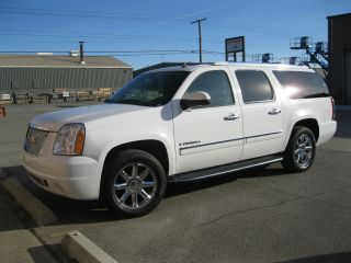 2009 Gmc Yukon Denali Xl Sport Utility 4 - Door 6.  2l photo
