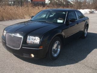 2005 Chrysler 300 Touring Sedan 4 - Door 3.  5l photo