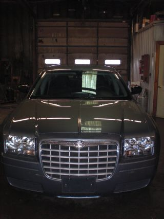 2006 Chrysler 300 With 2.  7 Liter Motor And 4 Speed Automatic Transmission photo