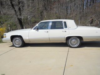 1991 Cadillac Brougham Sedan 4 - Door 5.  0l photo
