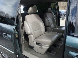2003 Chrysler Town &country Limited photo
