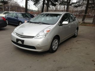 2005 Toyota Prius Base Hatchback 4 - Door 1.  5l Over 50+mpg photo