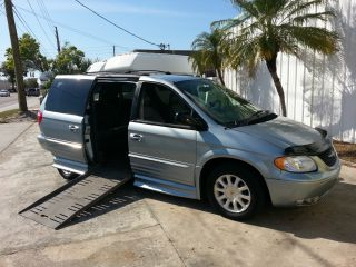 2003 Chrysler Town & Country Braun Handicap Conversion Power Options - photo