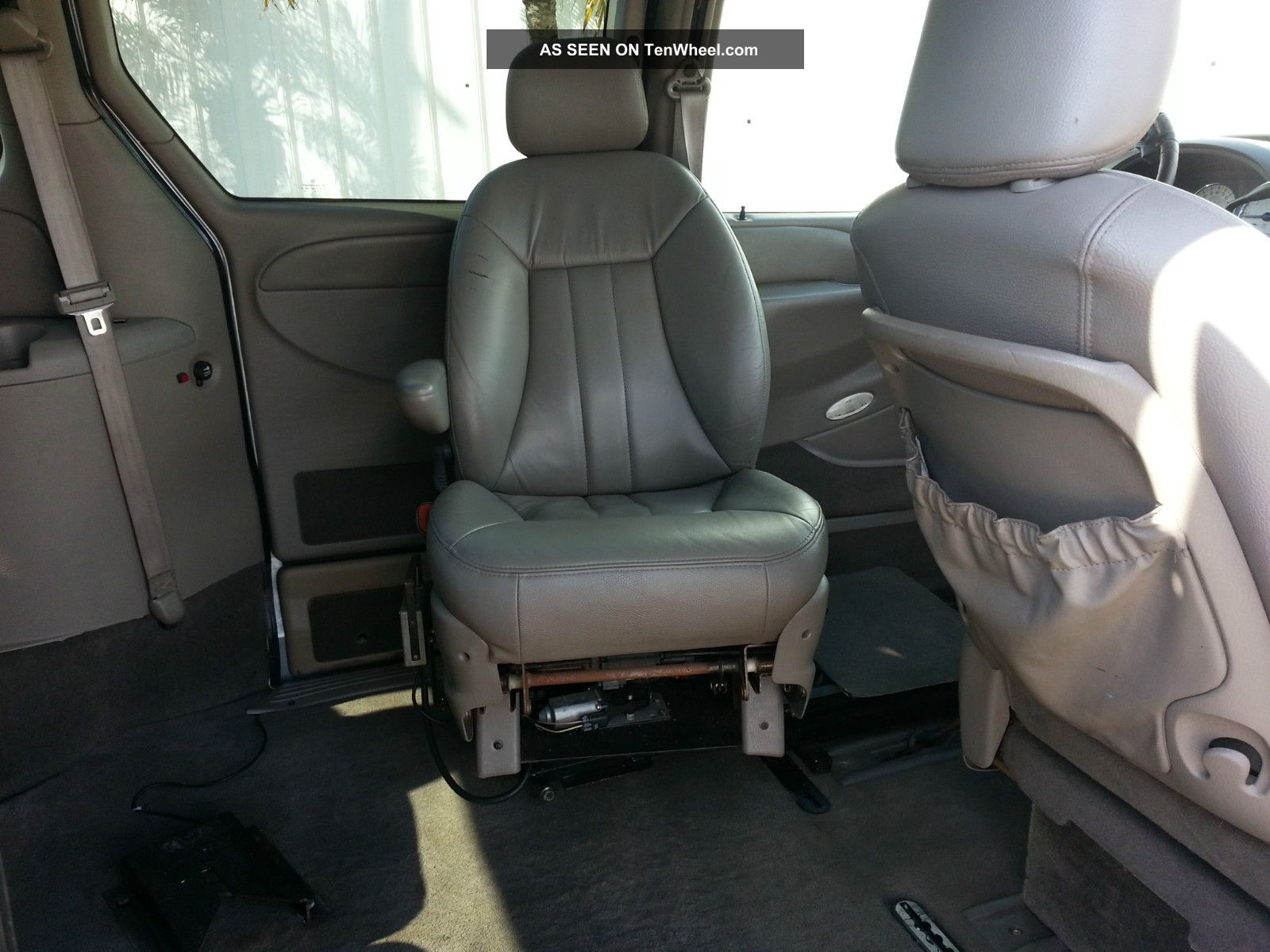 Mercedes Benz Minivan >> 2003 Chrysler Town & Country Braun Handicap Conversion ...
