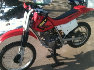 2002 Honda Xr200r photo