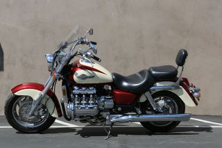1998 Honda Valkyrie Tourer - photo