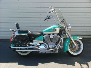 Victory 2003 Deluxe Cruiser Loaded Chromed Out photo