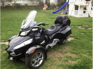 2010 Can - Am Spyder Roadster Rt - S photo