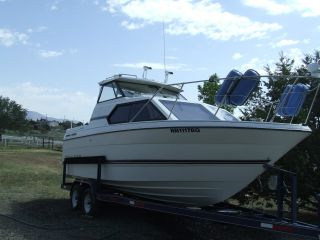 1995 Bayliner 2452 Cabin Cruiser photo