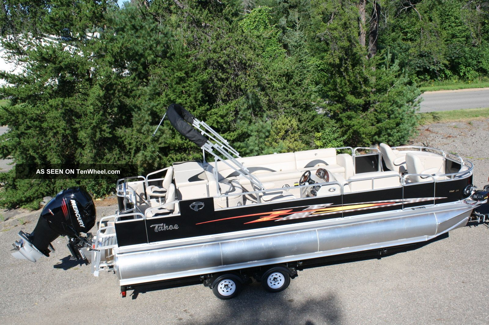 2013 tahoe 24 fish and fun for Fishing deck boats