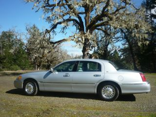 2000 Lincoln Town Car Cartier Sedan 4 - Door 4.  6l In photo