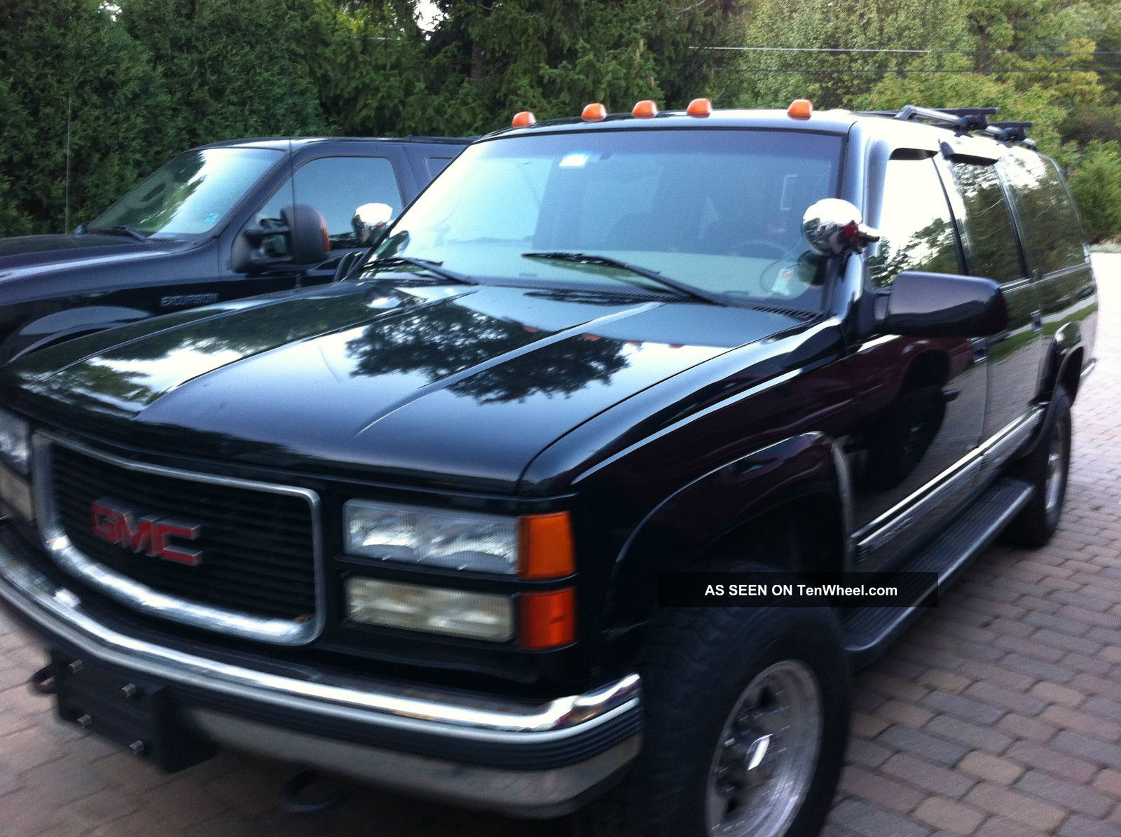 1999 gmc suburban black 2500 big block third row seating. Black Bedroom Furniture Sets. Home Design Ideas