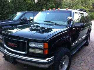 1999 Gmc Suburban Black 2500 Big Block Third Row Seating 6000.  00 Or Best Offer photo