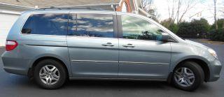 Honda Odyssey Minivan 2006 photo