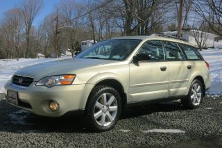 2006 Subaru Outback 2.  5i Wagon 4 - Door 2.  5l photo