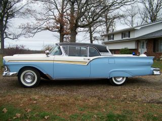 1957 Ford Skyliner Retractale photo