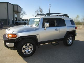 2007 Toyota Fj Cruiser Base Sport Utility 4 - Door 4.  0l photo